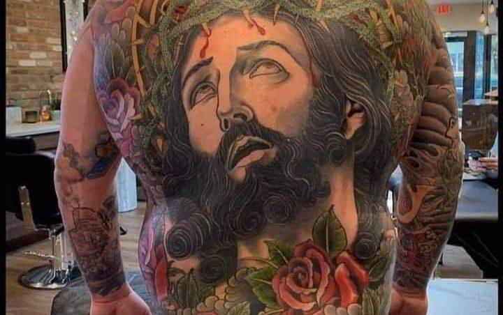 Trans-Jezus co ma biust